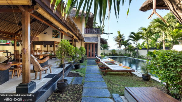 Best bali villa style - have a beautiful garden