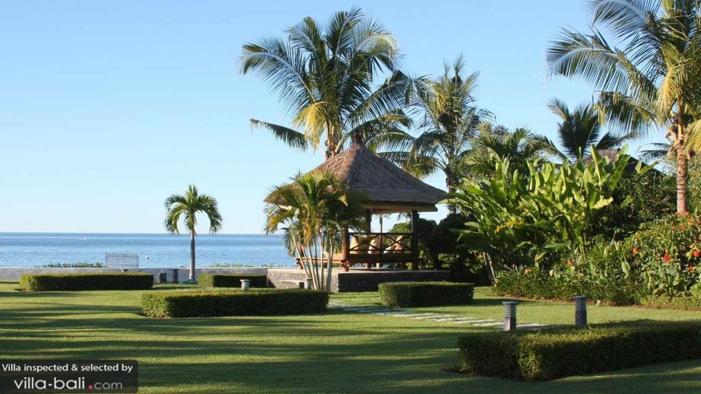A massive beachfront garden @ Villa Niyati in Lovina
